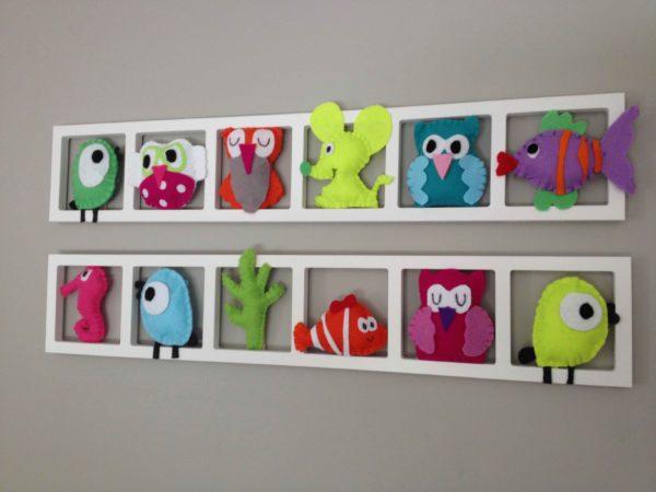 cadre deco chambre enfant figurines feutrine animaux tons vifs et acidules