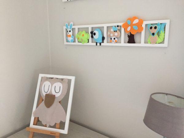 cadre deco mural chambre enfant tons pastel figurines feutrine