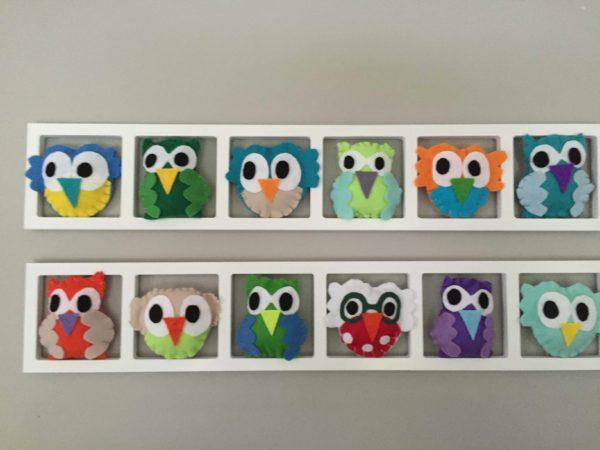 decoration chambre bebe - hiboux multicolores - cadeau de naissance