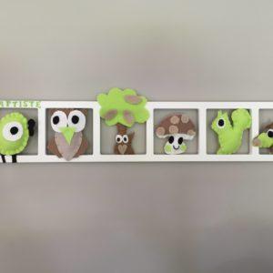 Decoration chambre enfant personnalisée beige taupe vert