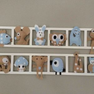 Decoration chambre enfant personnalisée chambre bebe . Figurines bleu beige pastel. Sur-mesure.