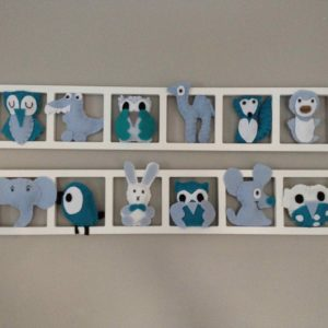 Decoration chambre enfant personnalisée chambre bebe . Figurines flashy . Sur-mesure.