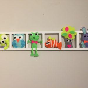 Decoration murale chambre enfant figurines tons peps