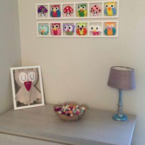 cadre mural decoration chambre enfant thème hiboux chouettes champignons multicolores.