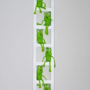 decoration chambre bebe fluo. Cadre mural avec figurines grenouilles en feutrine