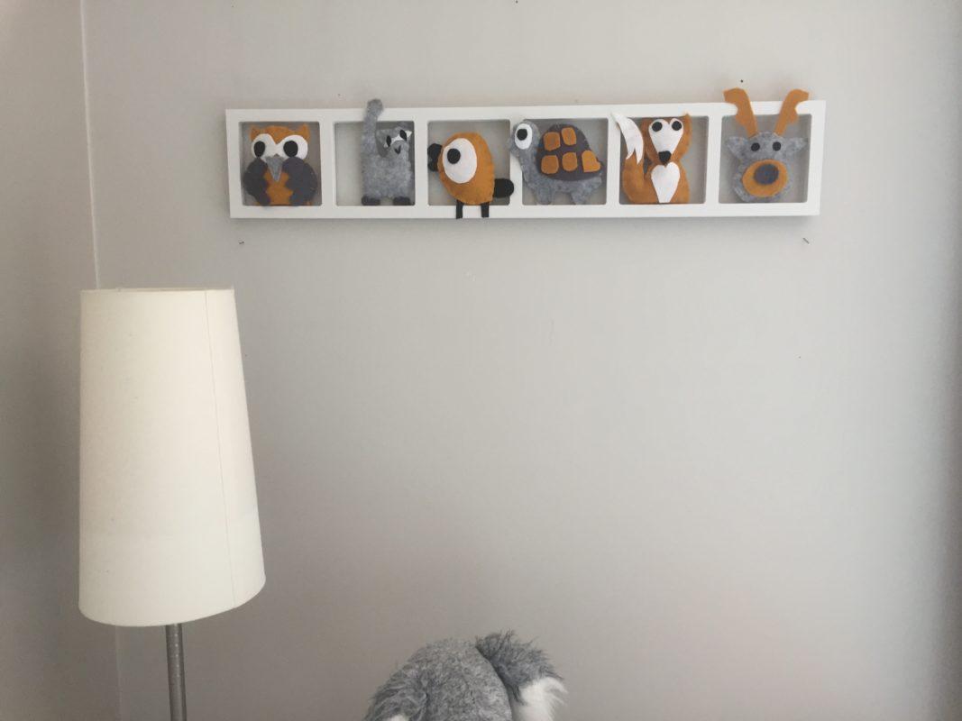 decoration murale chambre bebe tons automne gris moutarde